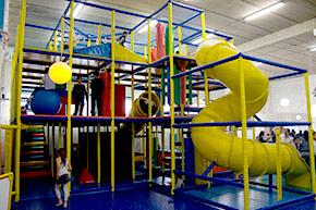 Salles anniversaires enfants little parc salle for Parc interieur pour enfant