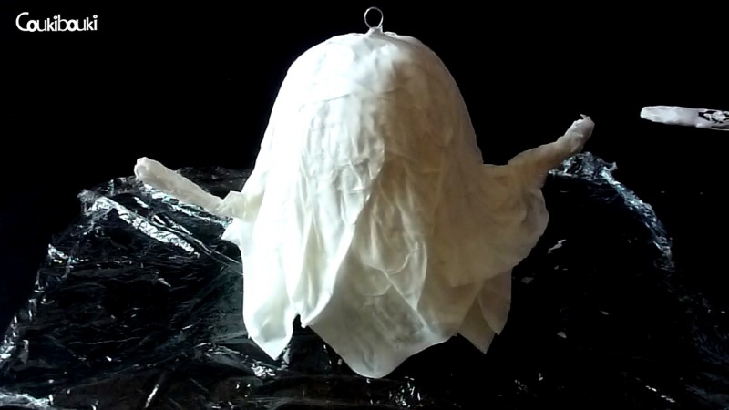 Petit Fantôme en papier mâché pour Halloween construction du fantome en papier mache