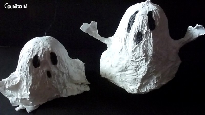 Petit Fantôme en papier mâché pour Halloween deux fantomes en papier mache