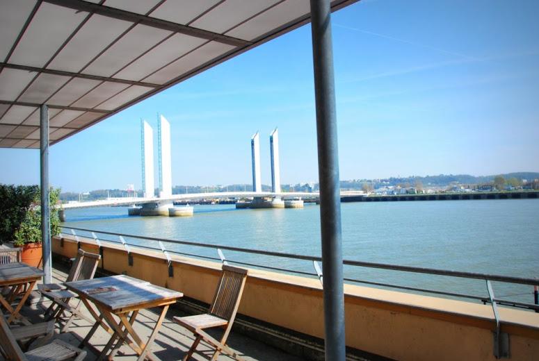 Une journée autour du référencement à Bordeaux terrasse bacalan, une vue sur la gironde.