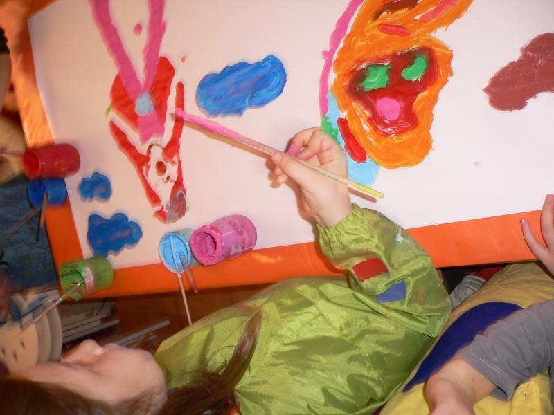 Les vacances de Noël à l'atelier des enfants, une activité studieuse.