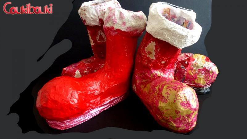 Botte de Noël en papier mâché, une belle décoration pour Noël, les bottes rouges