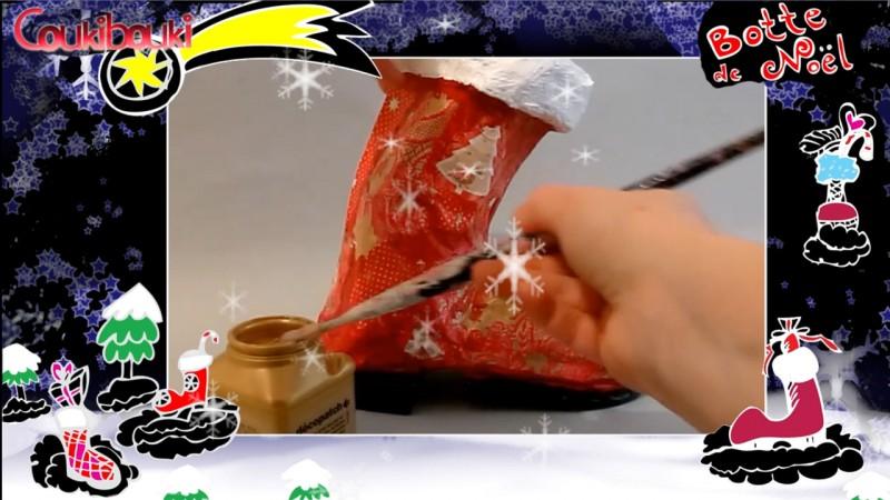 Botte de Noël en papier mâché, une belle décoration pour Noël, la touche finale du vernis