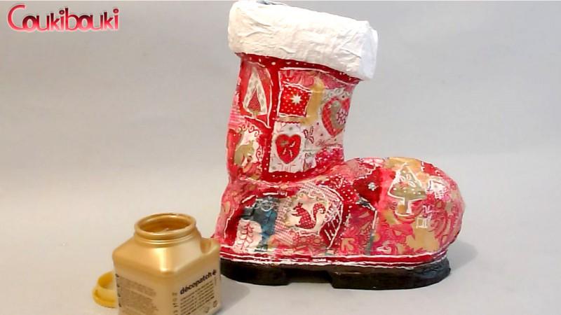 Botte de Noël en papier mâché, une belle décoration pour Noël, je vernis