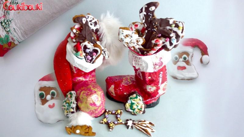 Pâtisseries de Noël, un pain d'épices aux smarties. les gateaux noel dans les bottes de  noel .