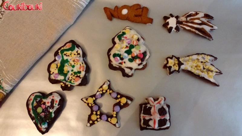 Pâtisseries de Noël, un pain d'épices aux smarties. les étoiles.
