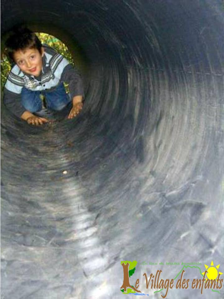 Le parc d'animation le village des enfants, une aventure dans le tunnel.