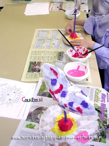 Cadeau Fête des Mères le cours sur les coeurs en papier maché, on va peindre.