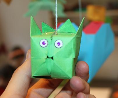 L'ateliers des enfants durant les vacances d'été, le chat origami