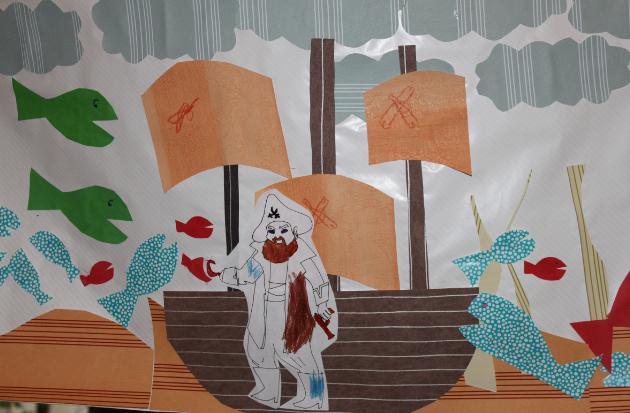 L'ateliers des enfants durant les vacances d'été, le collage des pirates