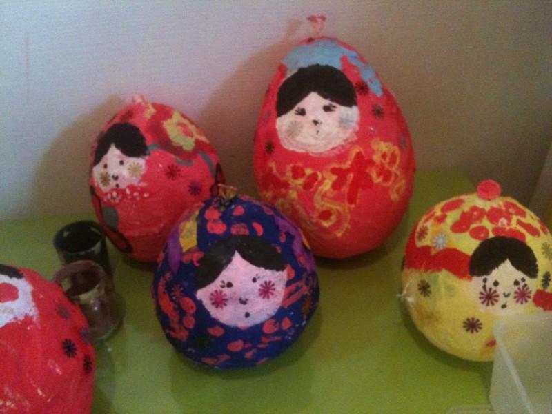 Confection de poupées à L'Atelier des enfants à Paris, les journées du mercredi