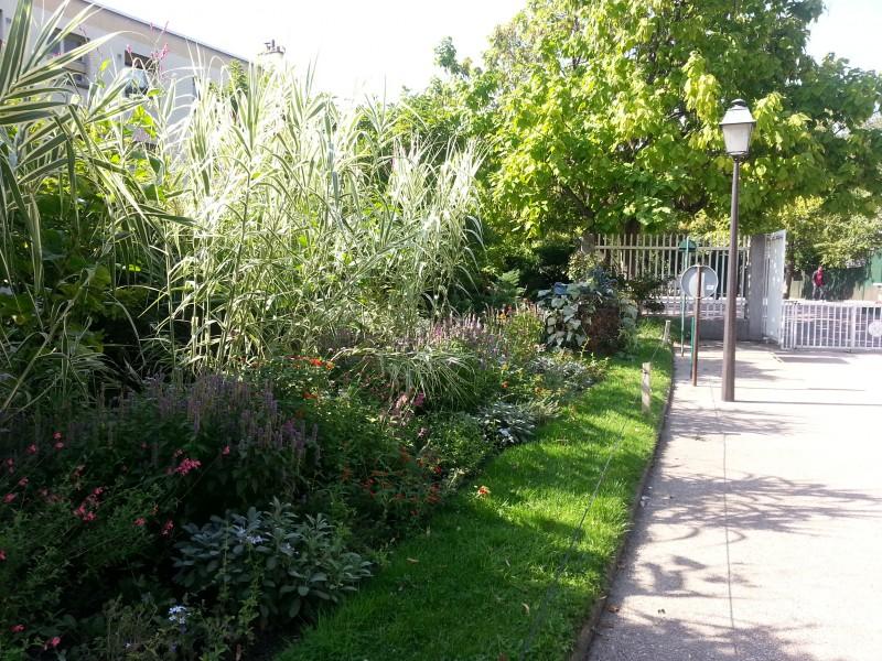 Sortie gratuite à Paris avec les enfants, la coulée verte, des fleurs.