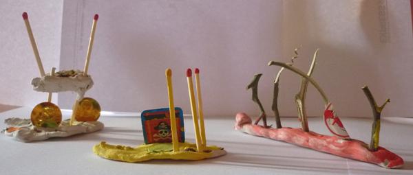 Ateliers d'arts plastiques à domicile, bateau, barbecue en pâte à modeler et divers matériaux