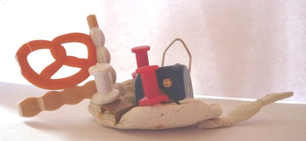 Ateliers d'arts plastiques à domicile, pâte à modeler et matériaux de récupération