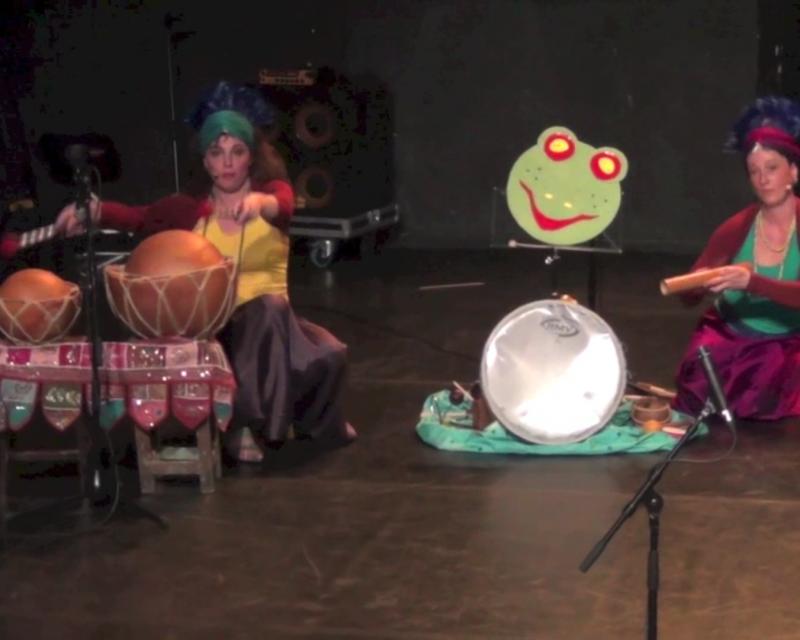Spectacle conte musical pour enfants par la compagnie Bimbimbom, la grenouille.