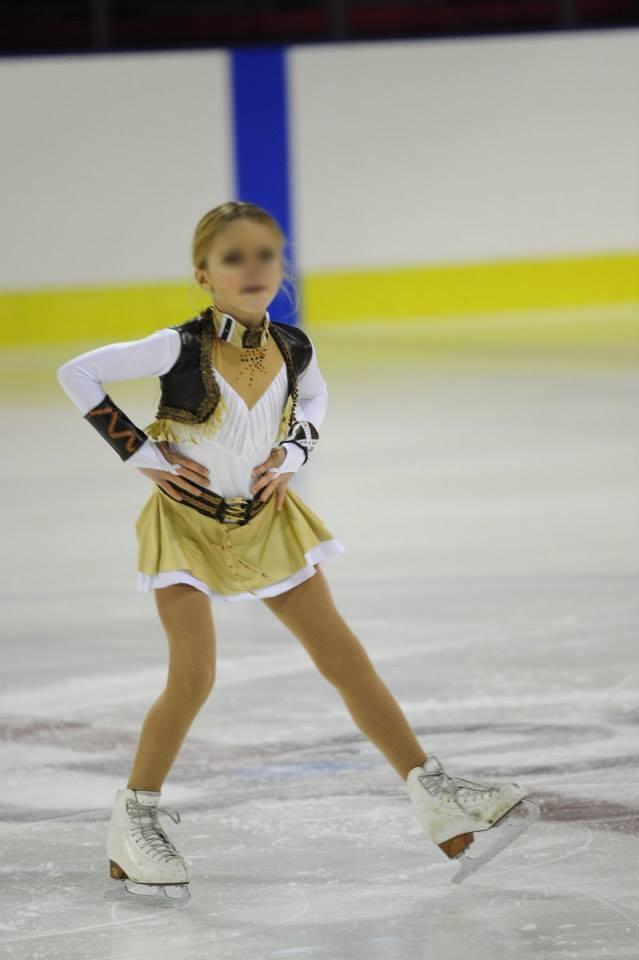 Créations de costumes et déguisements pour enfants, sur la glace.