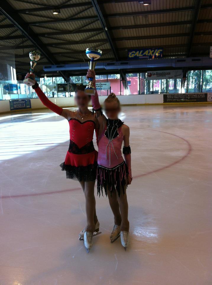 Créations de costumes pour enfants. le patinage artistique.