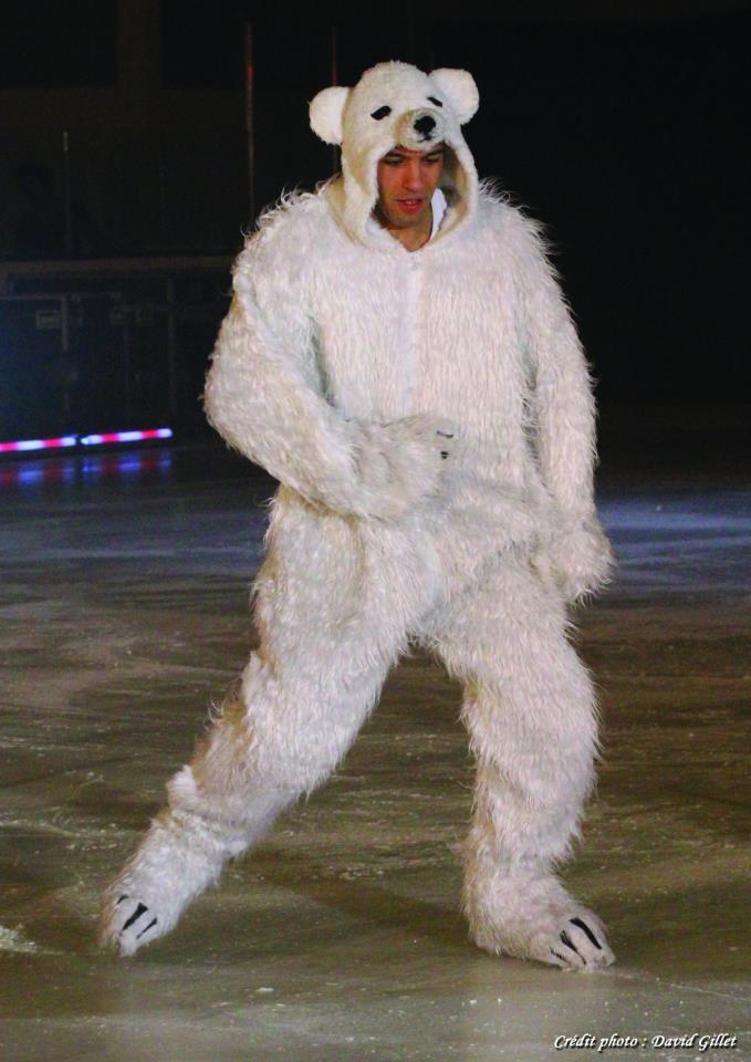 Créations de costumes pour enfants. l'ours.