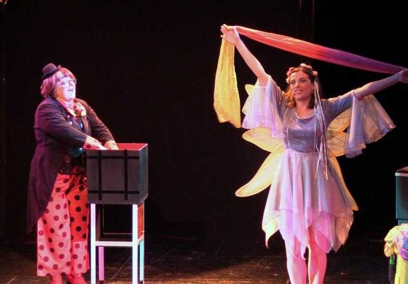 L'arc en ciel magique, spectacle jeune public La Fée Liloo et la Coccinelle au festival d'Avignon.
