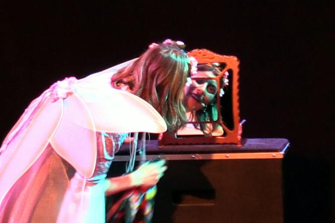 Le miroir magique, spectacle jeune public La Fée Liloo et la Coccinelle au festival d'Avignon.