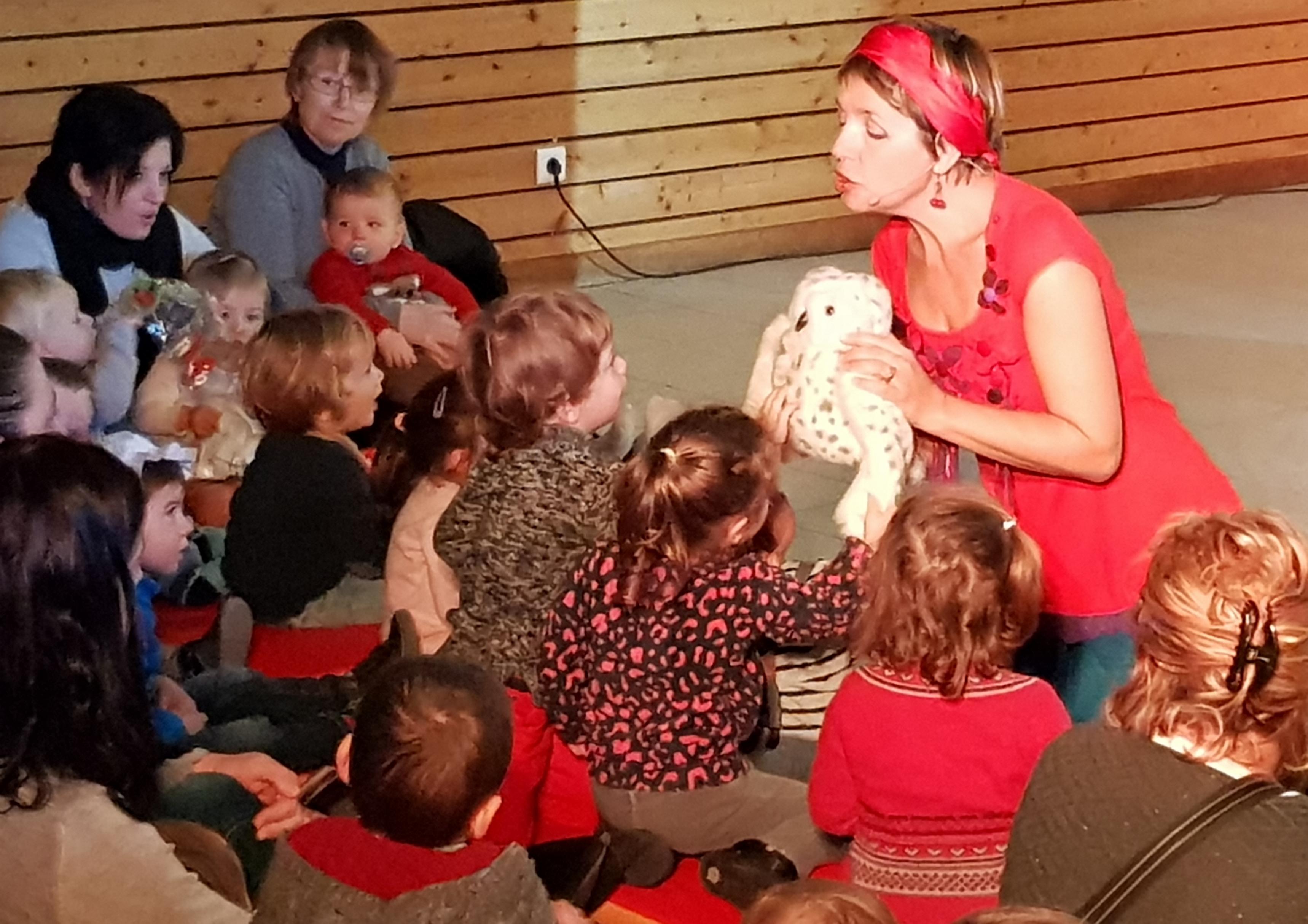 Petites histoires en chansons avec Sabine Delimal, les enfants et Houhou le hibou !