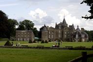 Le château de la Bourbansaisen Bretagne. Parc de loisirs, zoo, mais aussi animations spectacles et jeux pour les enfants.