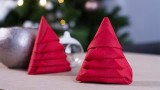 Pliage de serviettes en sapin de Noël pour les fêtes